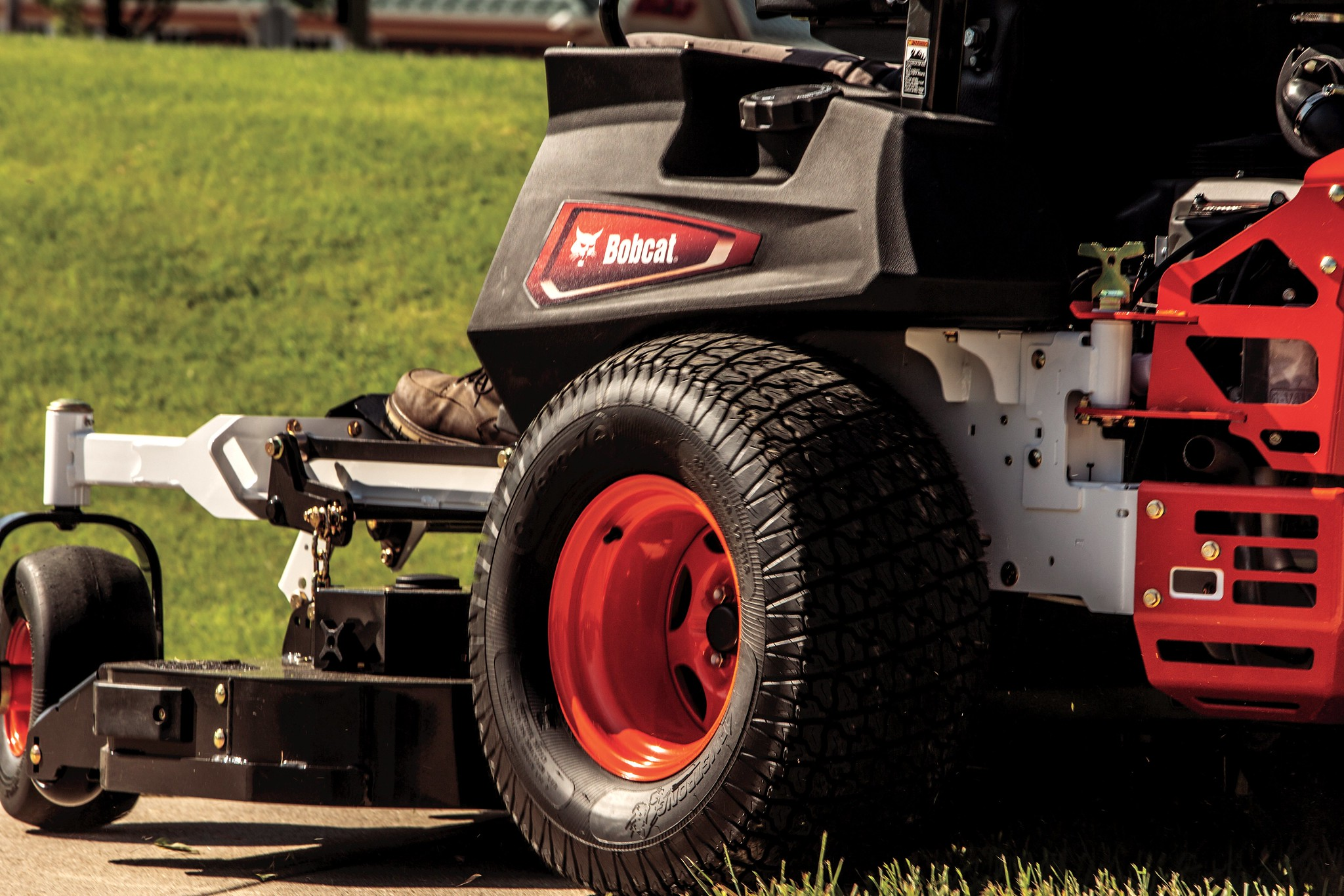 Bobcat ZT7000 Zero-Turn Mower – 9997013 full